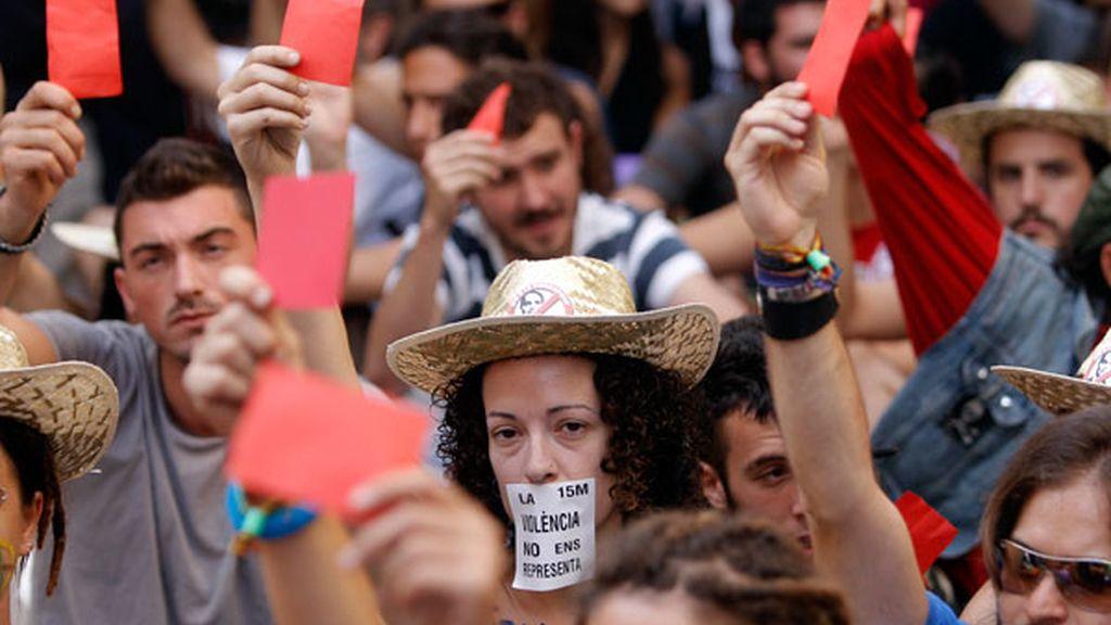 Protesta en las Cortes valencianas