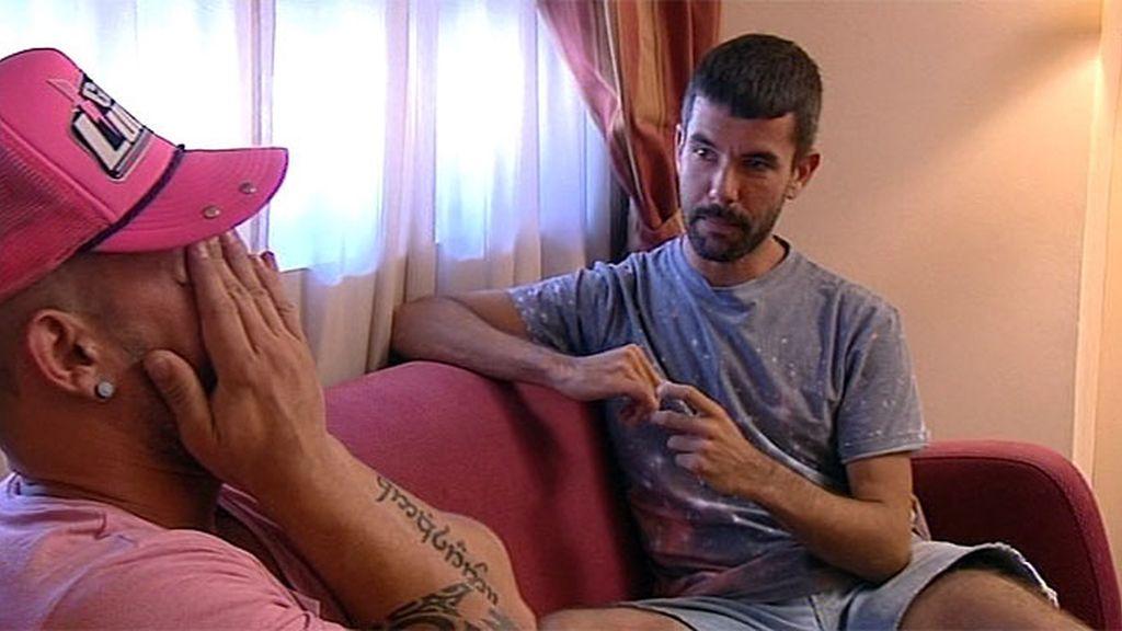 Pedriño, descolocado ante el retorno de Manu, cree vivir una película