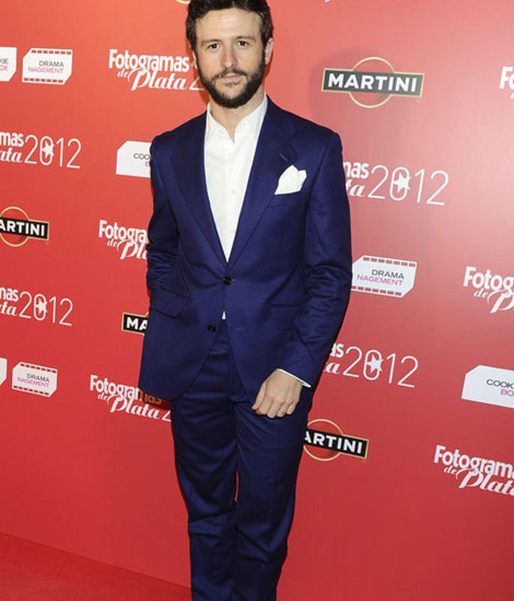 Diego Martín destacó por su traje azul