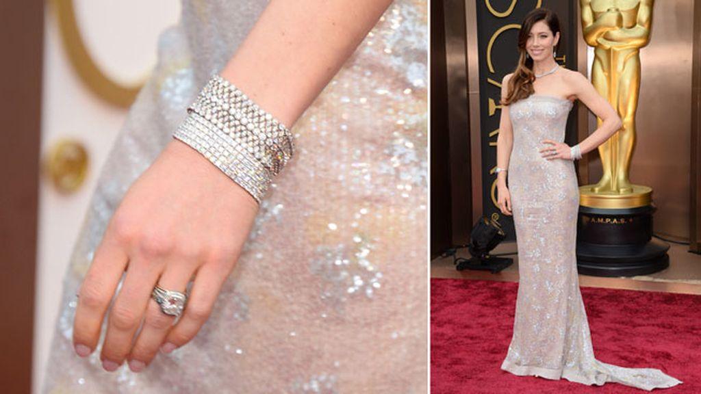 Jessica Biel lució dos tipos de brazalete, pendientes y collar, de Tiffany & Co