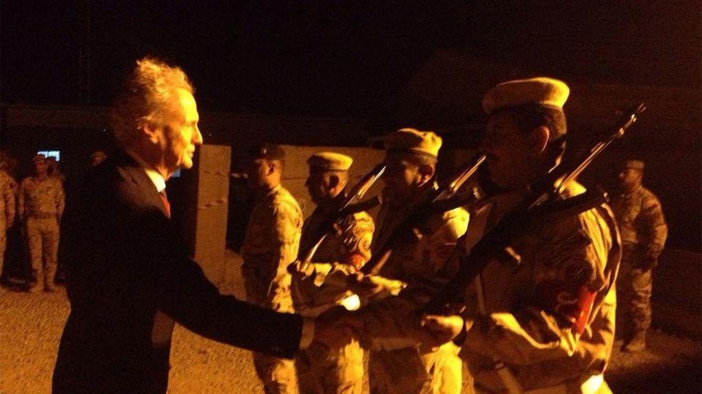 Morenés visita por sorpresa a las tropas españolas desplegadas en Irak