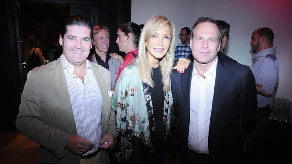 """El empresario Enrique Coca, propietario del restaurante """"Bicoca"""", junto a Carmen Lomana y Paul Orsen"""