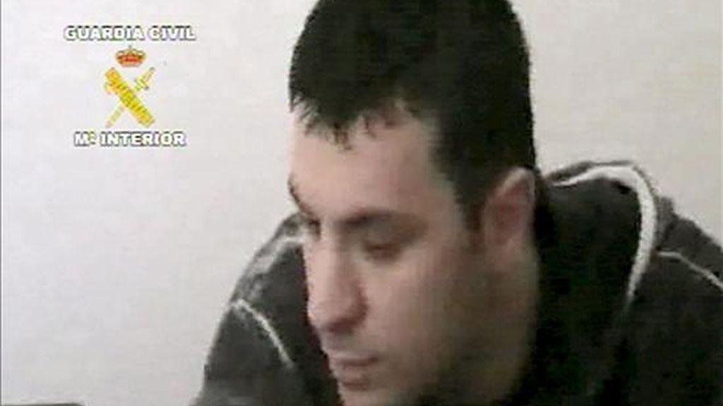 Astrit Bushi, presunto líder de la banda que agredió al empresario José Luis Moreno, tras ser detenido en Albania, en una operación conjunta de los agentes especiales de la policía albanesa y la Guardia Civil. EFE