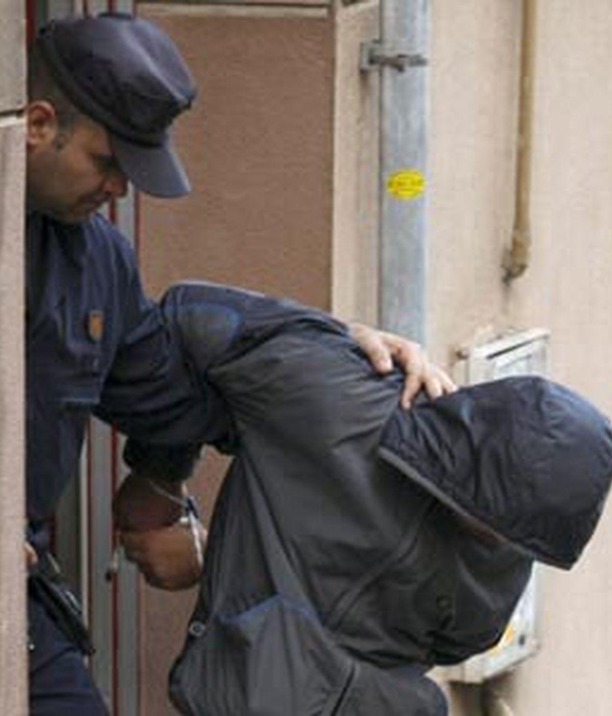 Uno de los islamistas en el momento de su detención en el mes de enero de 2008. Foto: EFE