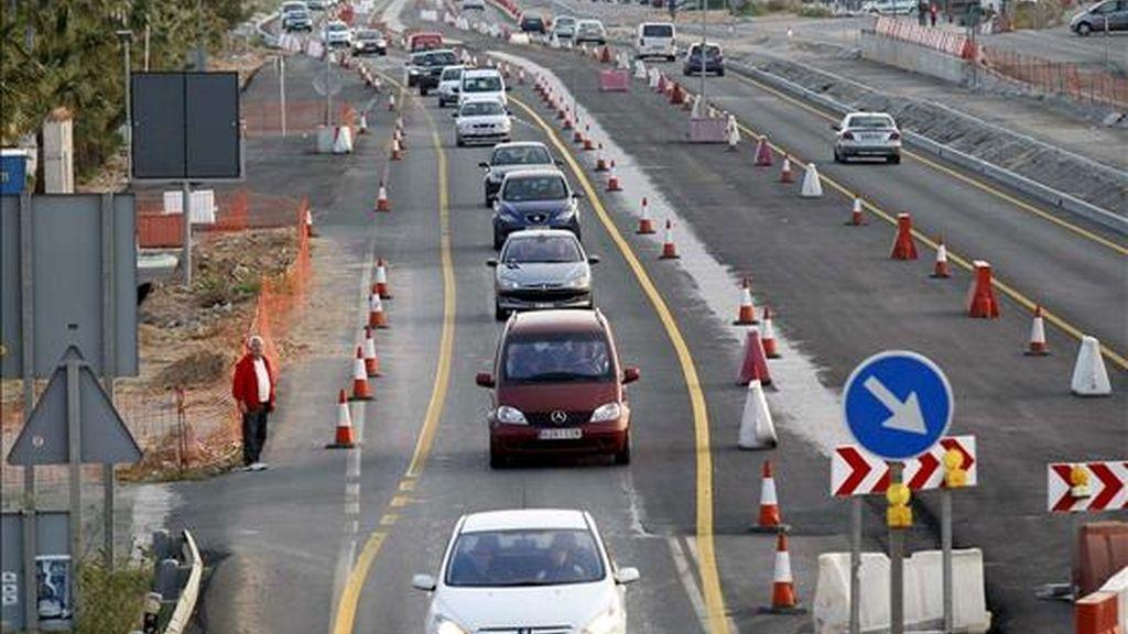 Retenciones de tráfico en la Nacional 332 a la altura de Torrevieja (Alicante). EFE