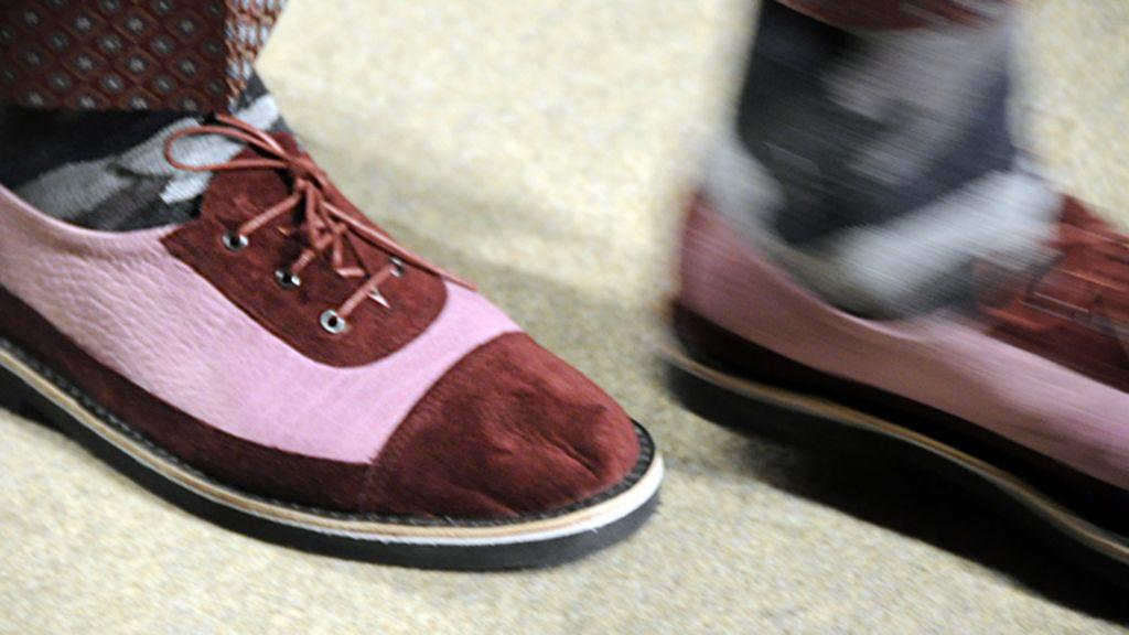 Estos zapatos completaron los nuevos looks masculinos de SOLOIO