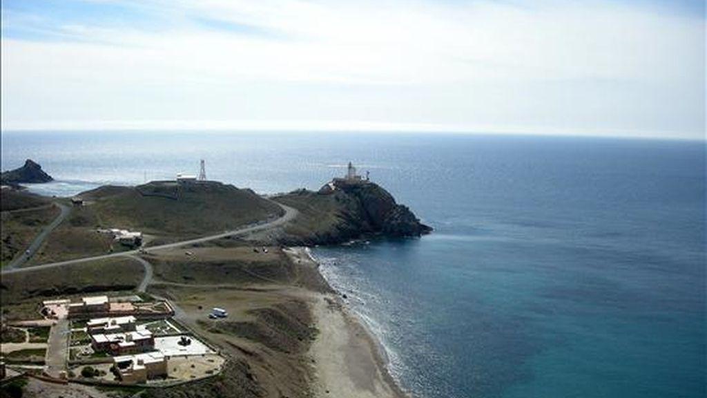 Vista de una urbanización junto a la playa en el Parque Natural del Cabo de Gata. EFE/Archivo