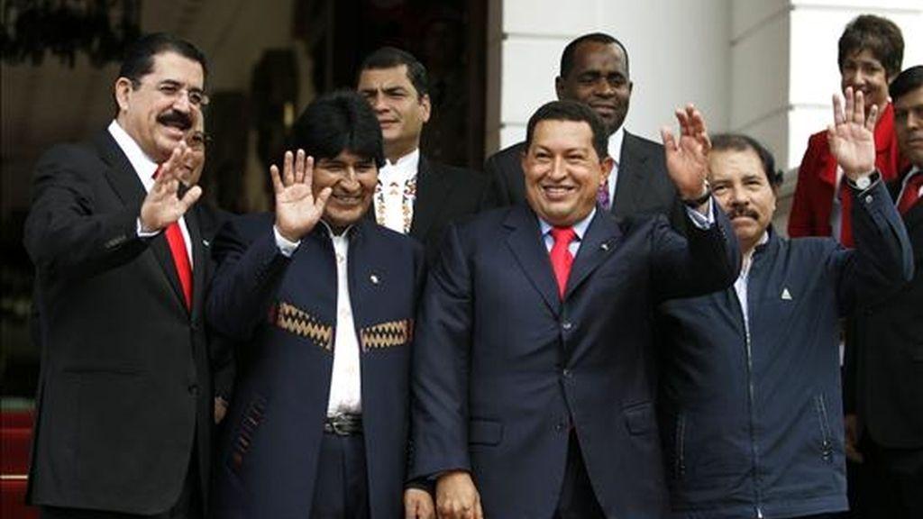 Chávez asimismo ha adelantado que los ocho gobernantes discutirán medidas de apoyo mutuo ante la crisis financiera internacional. EFE/Archivo