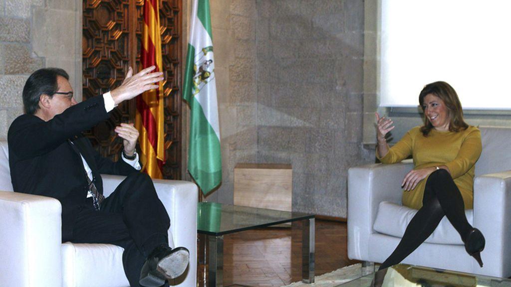 Mas y Díaz se reúnen en el Palau de la Generalitat