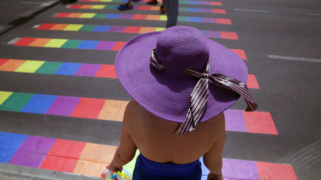 ¡Hasta los pasos de peatones celebran el día del Orgullo Gay!