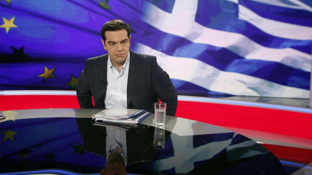 El primer ministro de Grecia es entrevistado en la televisión estatal