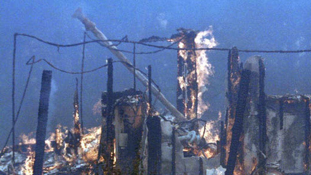 Las llamas han calcinado diez estructuras. Vídeo: Informativos Telecinco