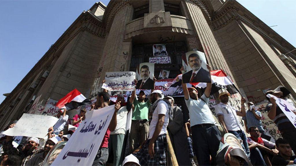 Un adolescente muerto en enfrentamientos entre partidarios y detractores de Mursi