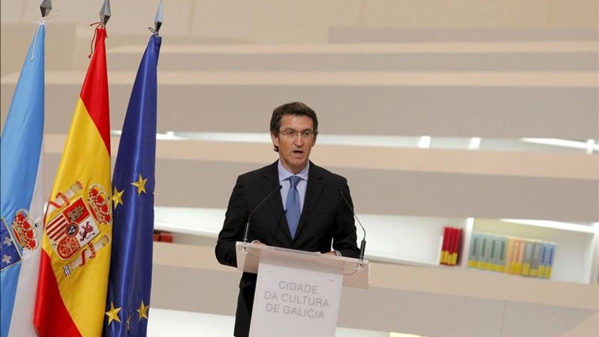 El presidente de la Xunta, Alberto Núñez Feijóo, durante su intervención en la inauguración de dos edificios de la Ciudad de la Cultura, en un acto que ha estado presidido por los Príncipes de Asturias esta mañana en Santiago de Compostela. EFE