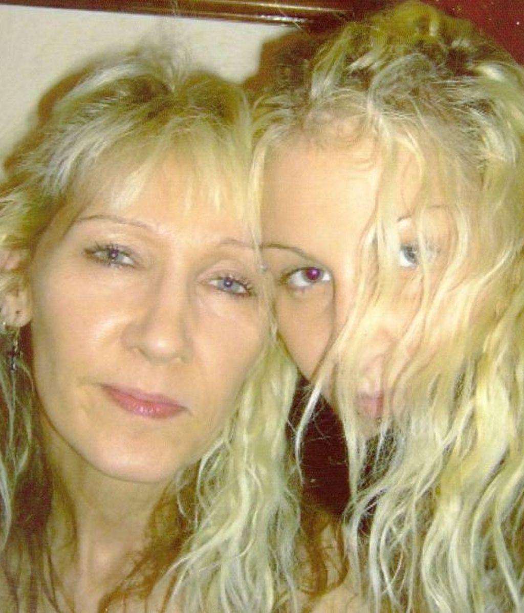 Mujer, hija, muerte, Facebook