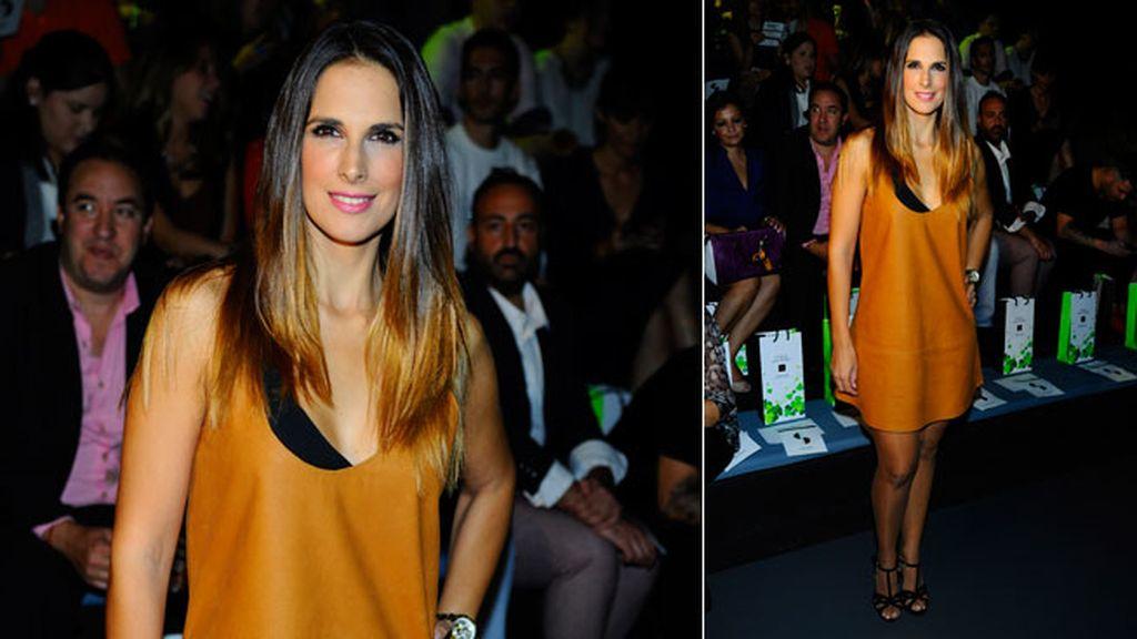 Nuria Dergó con vestido metalizado en Juana Martín