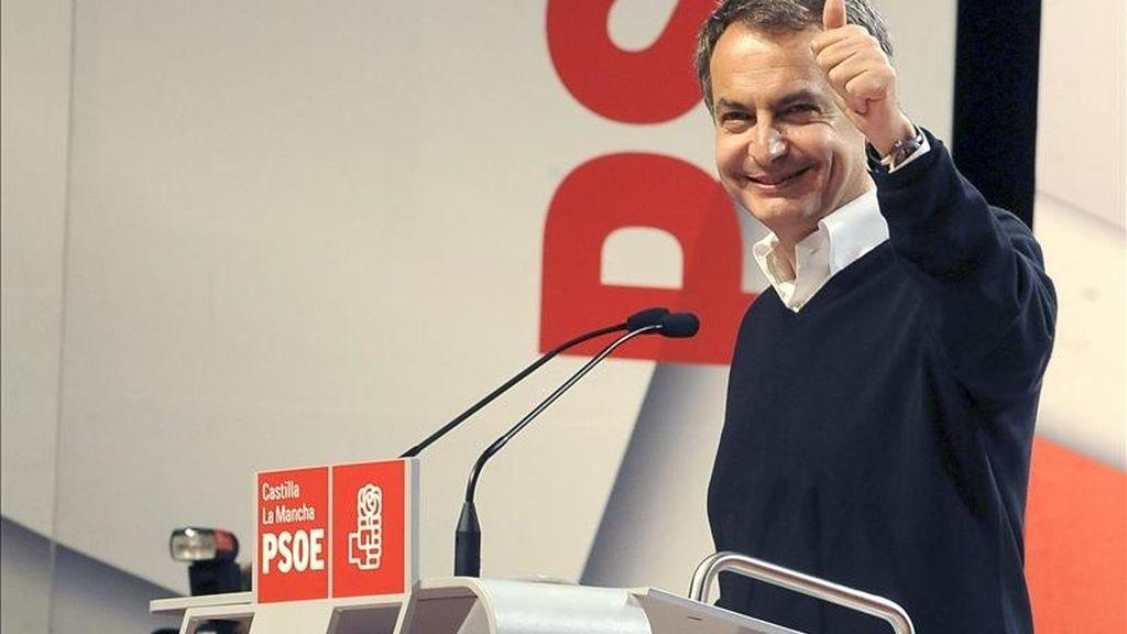 El presidente del Gobierno y líder del PSOE, José Luis Rodríguez Zapatero, durante su intervención en un mitin que se ha celebrado esta tarde en el Palacio de Congresos de Albacete. EFE