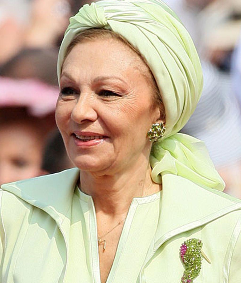 La princesa de Irán, Farah Pahlavi, lució un tocado verde de tela