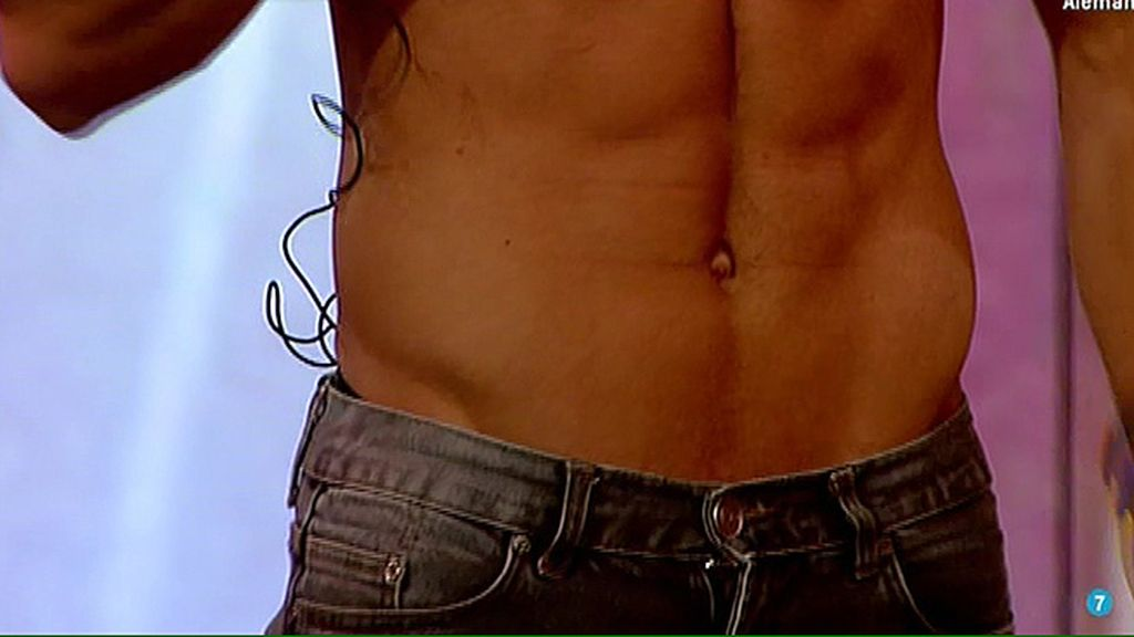 A petición popular, el extronista de 'Mujeres y hombres' presume de abdominales