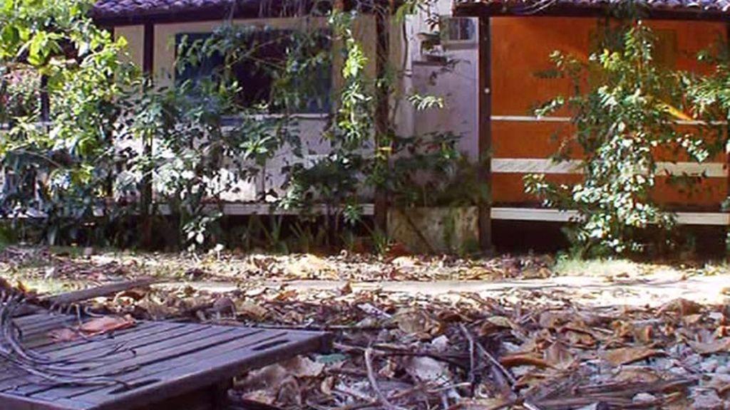 El patio exterior era un ejemplo evidente del abandono que sufría la posada