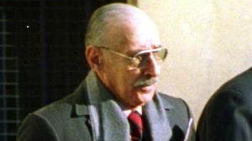 Jorge Rafael Videla, de 85 años y el primero de los cuatro presidentes de la última dictadura argentina (1976-1983), está en el banquillo de los acusados por el fusilamiento en 1976 de una treintena de presos en una cárcel de Córdoba. EFE/Archivo