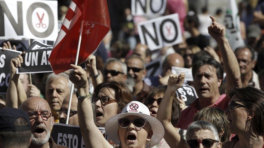 Protestas de funcionarios por los regortes del Gobierno