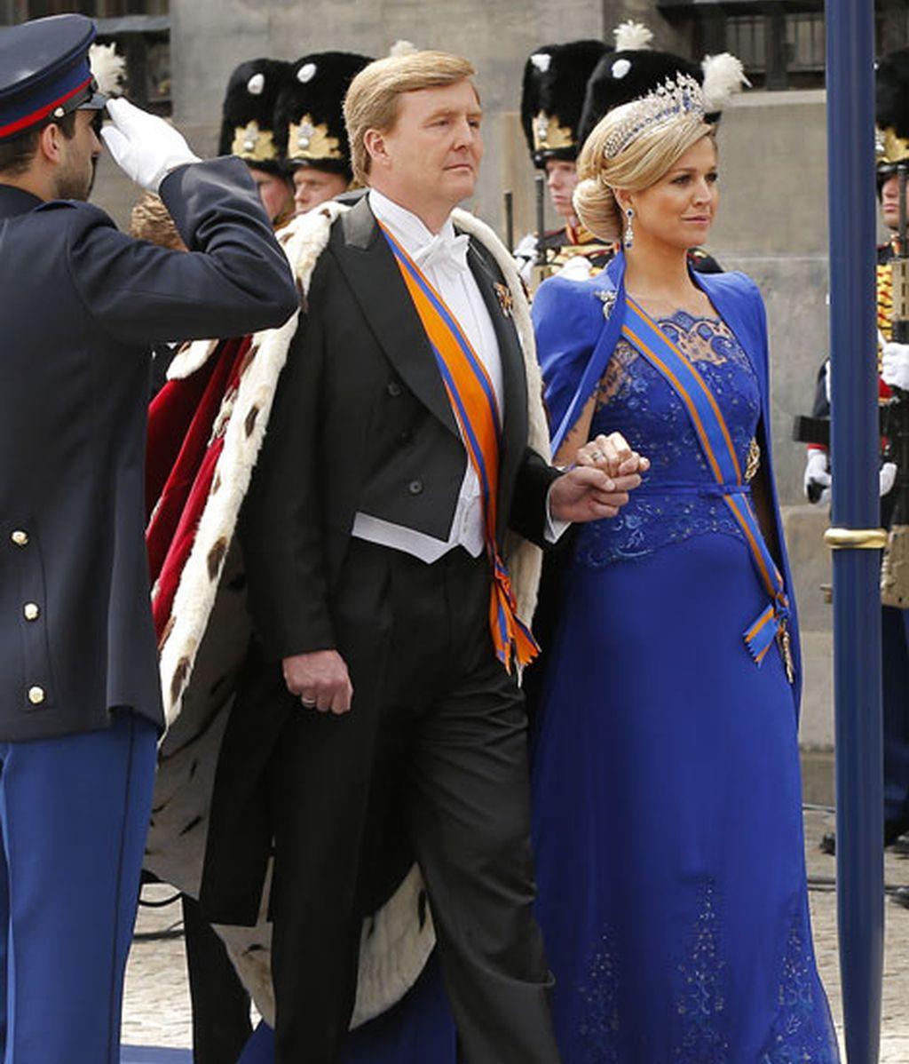 Repasamos los vestidos y uniformes de los reyes e invitados