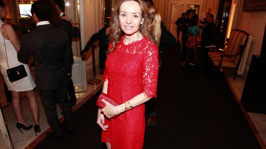 Miriam Ungría fue la encargada de entregar el premio al mejor perfume femenino de lujo