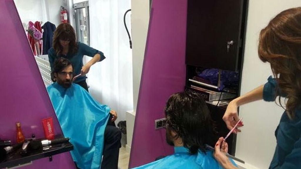 Un alto cargo de Sanidad se corta el pelo en la peluquería que atendió a Teresa Romero