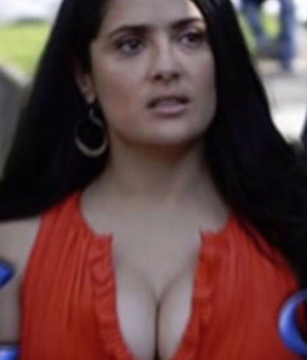 Los pechos de Salma patrocinan google