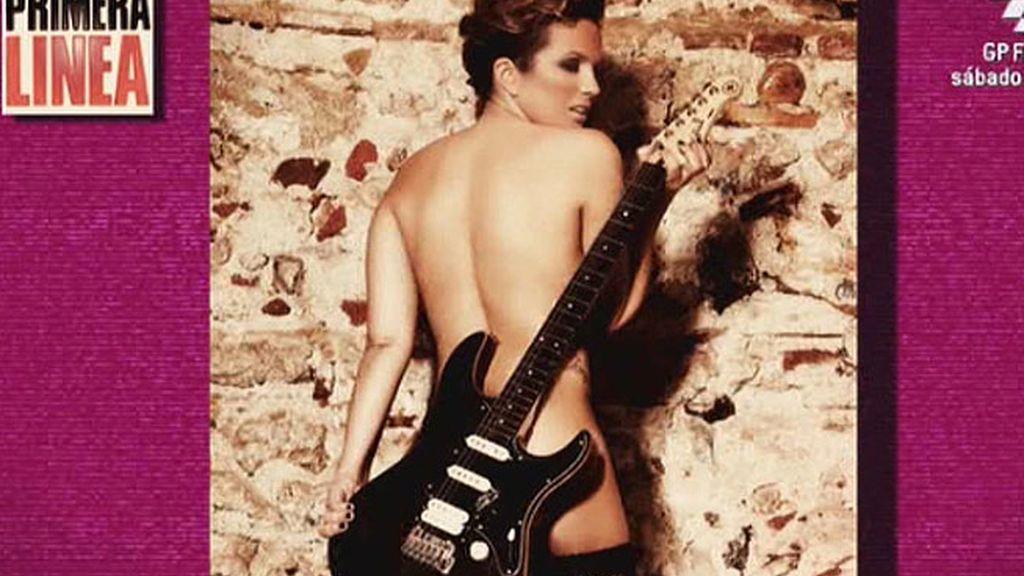 La colaboradora, de rockera, posa para la revista 'Primera línea'