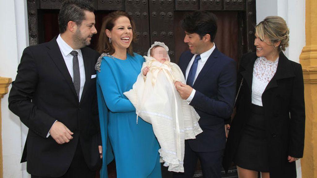 La pequeña Estrella ha sido bautizada a sus cuatro meses en Coria del Río (Sevilla)