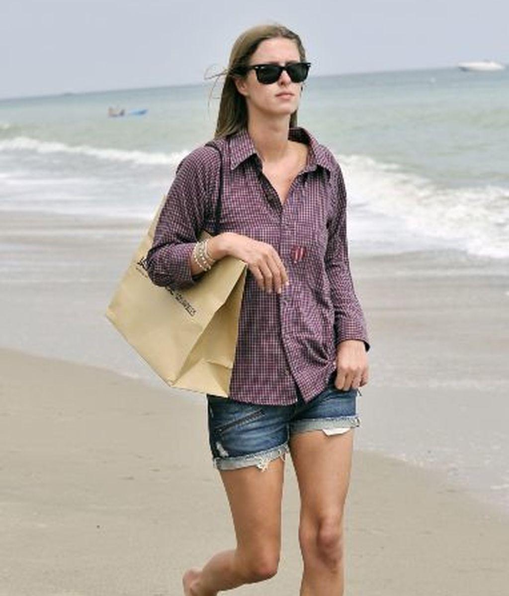 Nicky Hilton, de paseo por la playa de Malibú