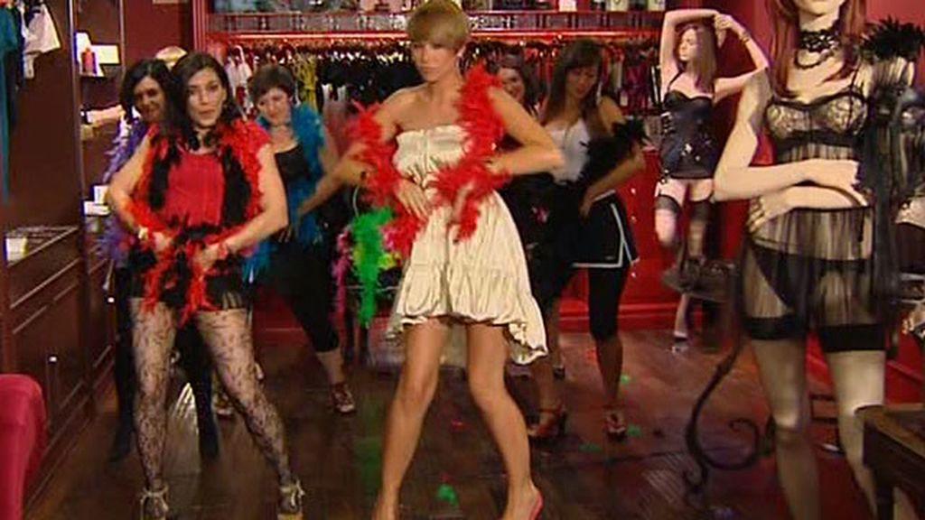 Marina, sensual al estilo 'Burlesque'