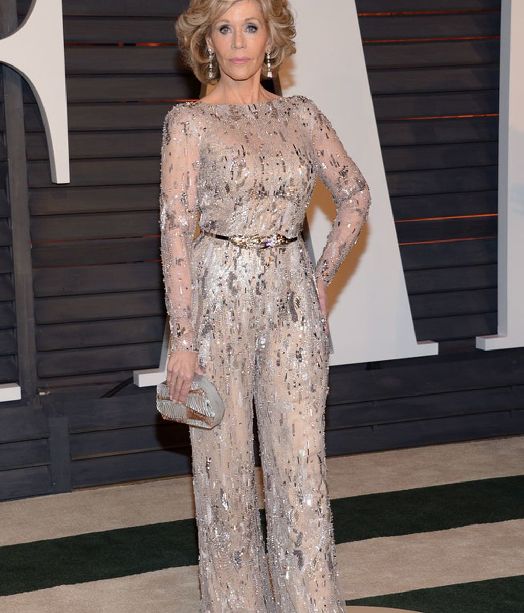 Jane Fonda posó con un mono de tono claro