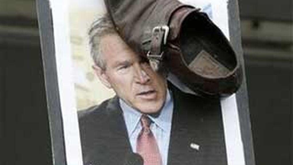 El 'zapato de Bush' se ha convertido en todo un símbolo de la resistencia contra EEUU. Foto: AP
