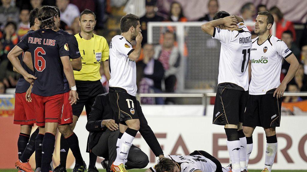Canales se tuerce la rodilla durante la semifinal de la Europa League