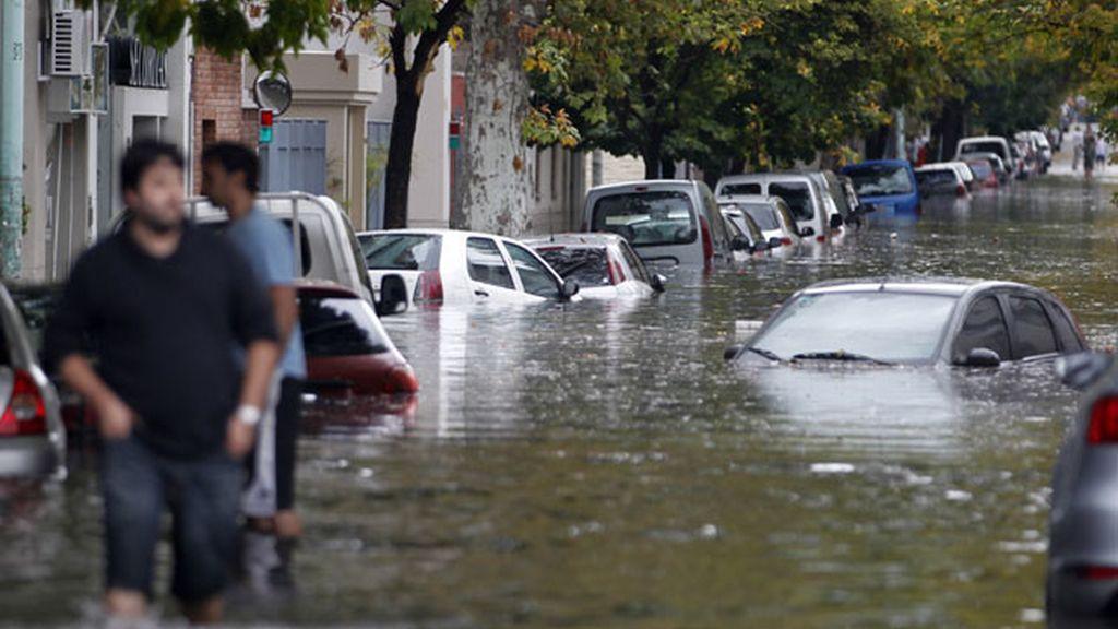 Las intensas lluvias provocan graves inundaciones en Buenos Aires