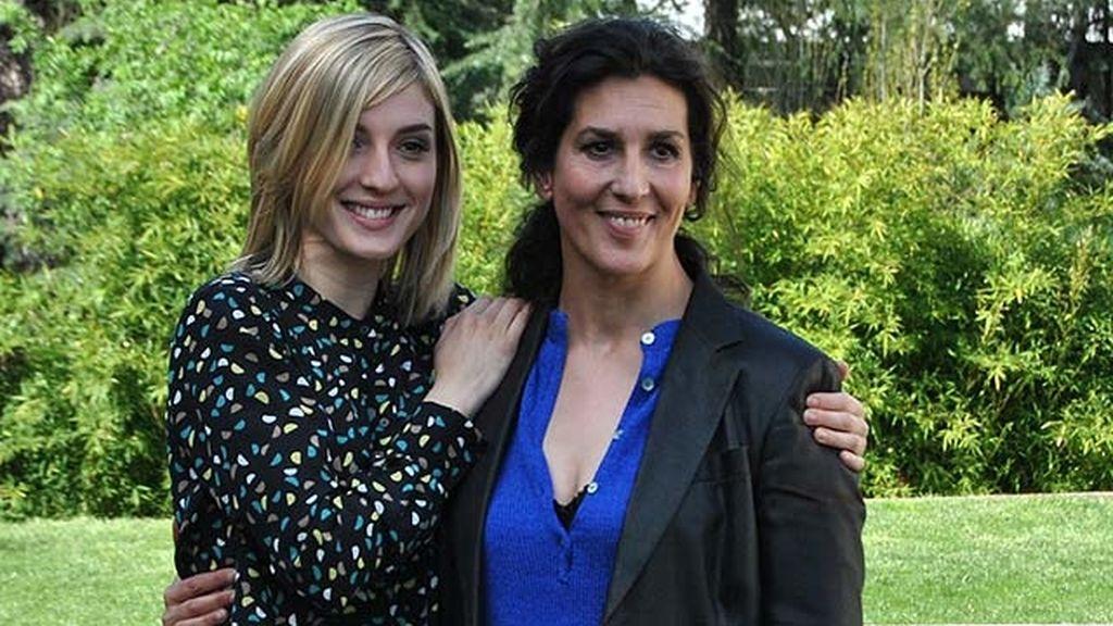 María Valverde junto a Elvira Mínguez, su madre en la serie