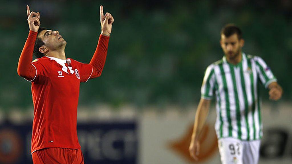 Reyes celebra el gol en la primera parte ante el Betis