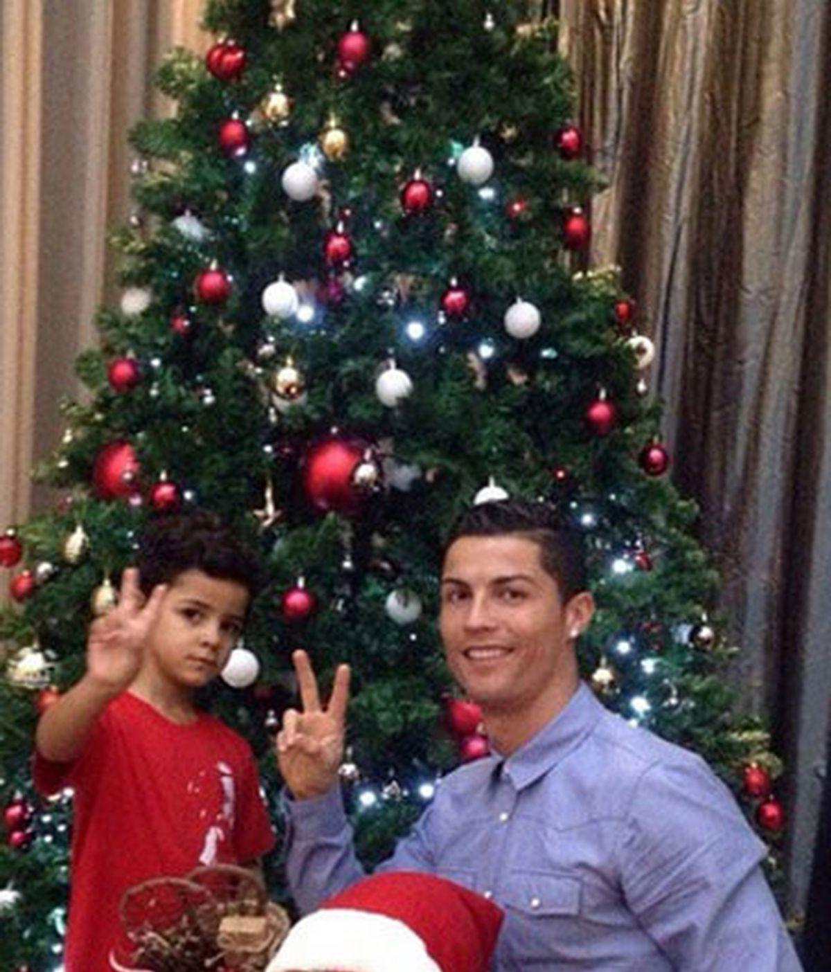 Cristiano Ronaldo empieza a celebrar la Navidad junto a su hijo