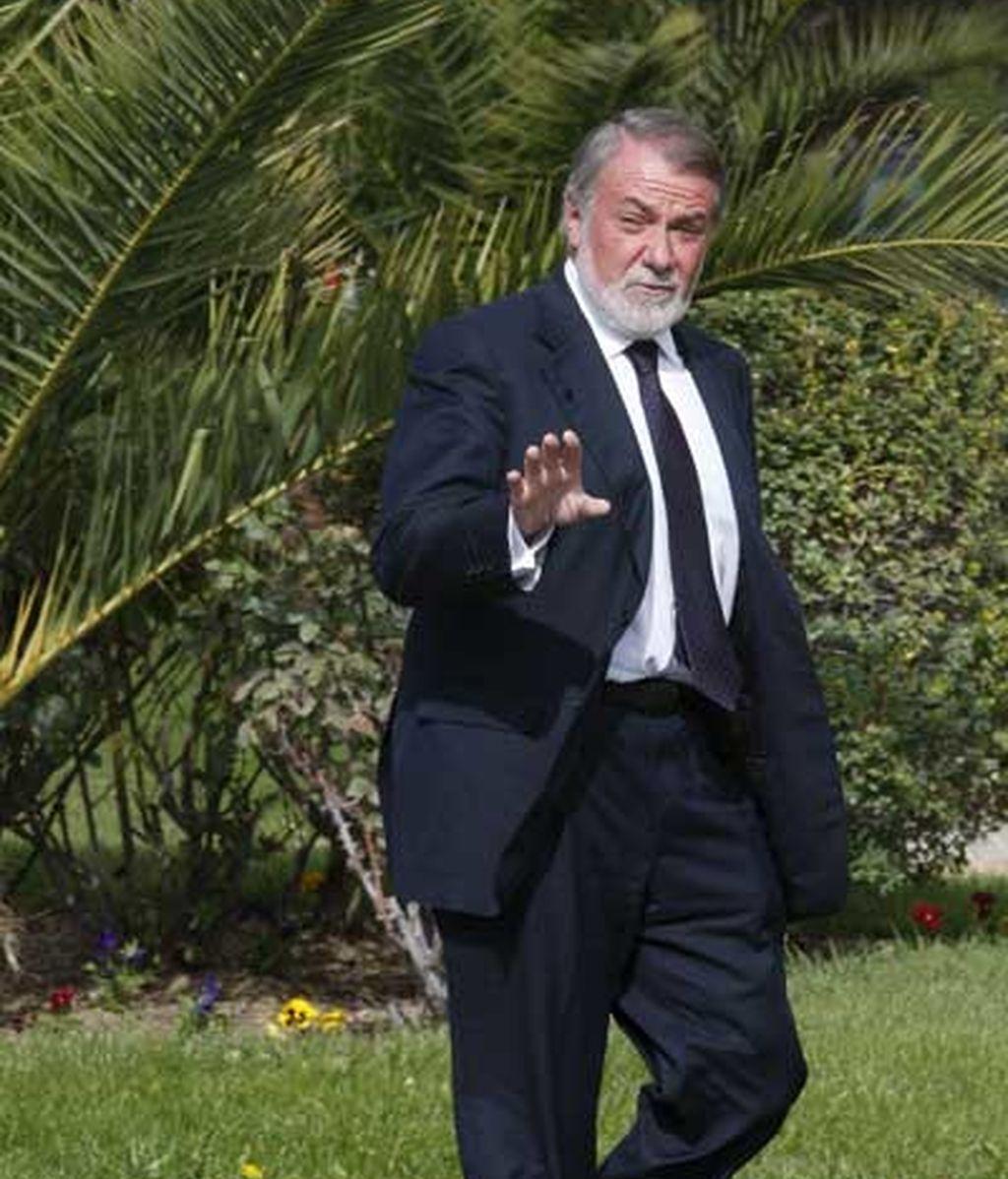 El eurodipuado del PP Jaime Mayor Oreja llega al tanatorio de La Paz