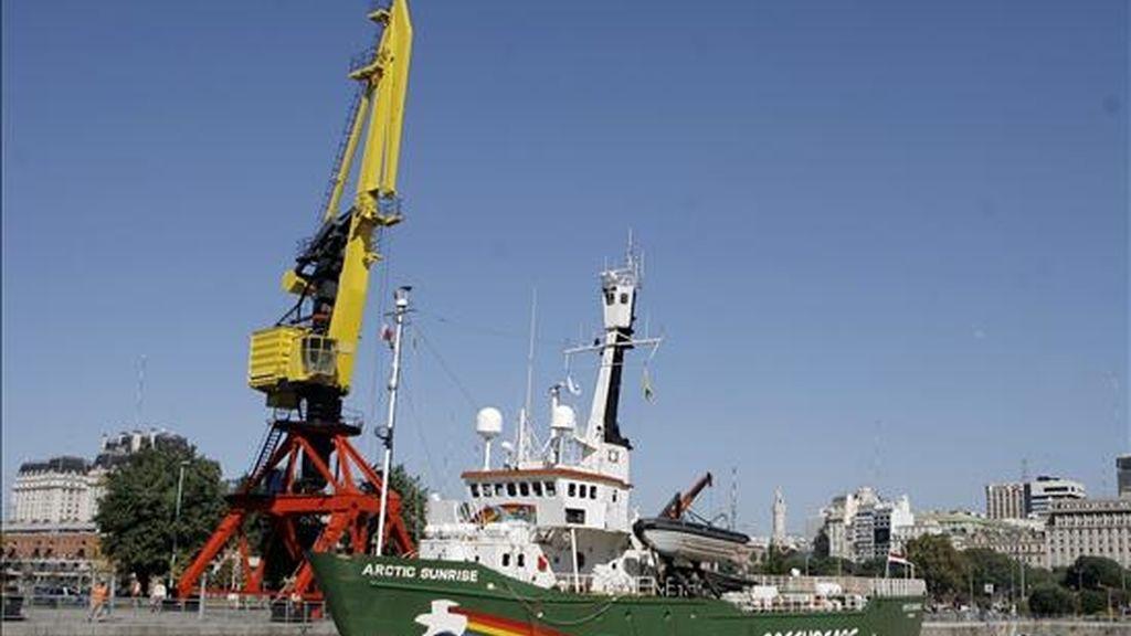 """El rompehielos """"Arctic Sunrise"""" de Greenpeace llegó el pasado martes a Buenos Aires para participar esta semana en la campaña """"Rescate del Riachuelo"""", que realiza desde hace años junto a otras organizaciones ecologistas. EFE"""