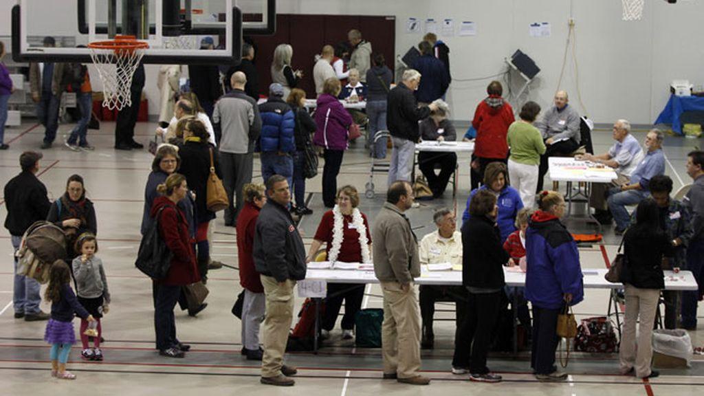 Electores en fila para elegir al presidente