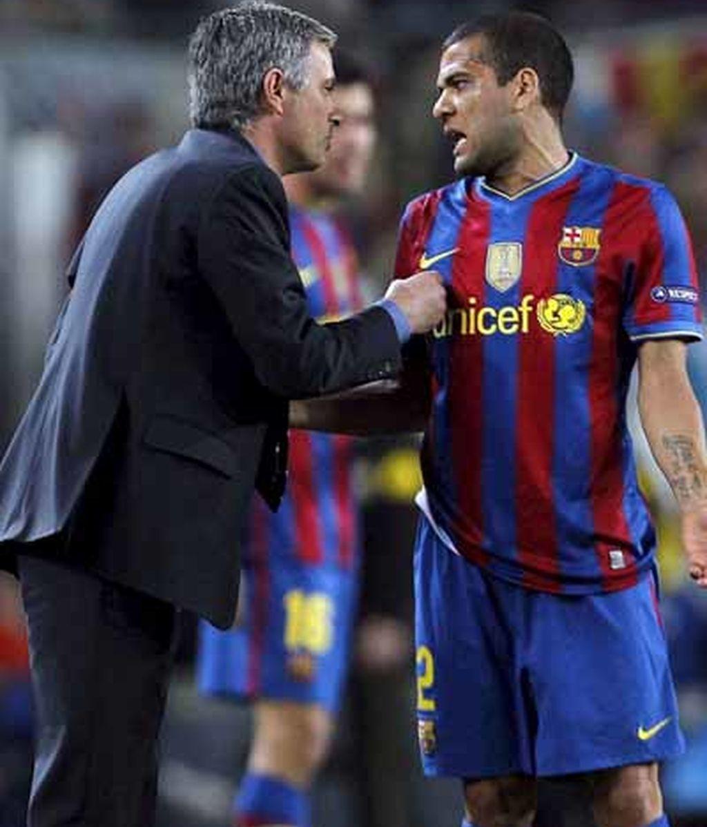 Alves se encara con Mourinho