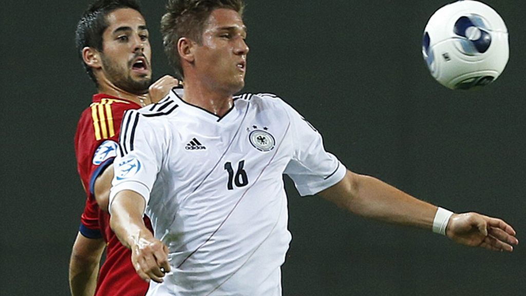 Isco presiona a un jugador alemán