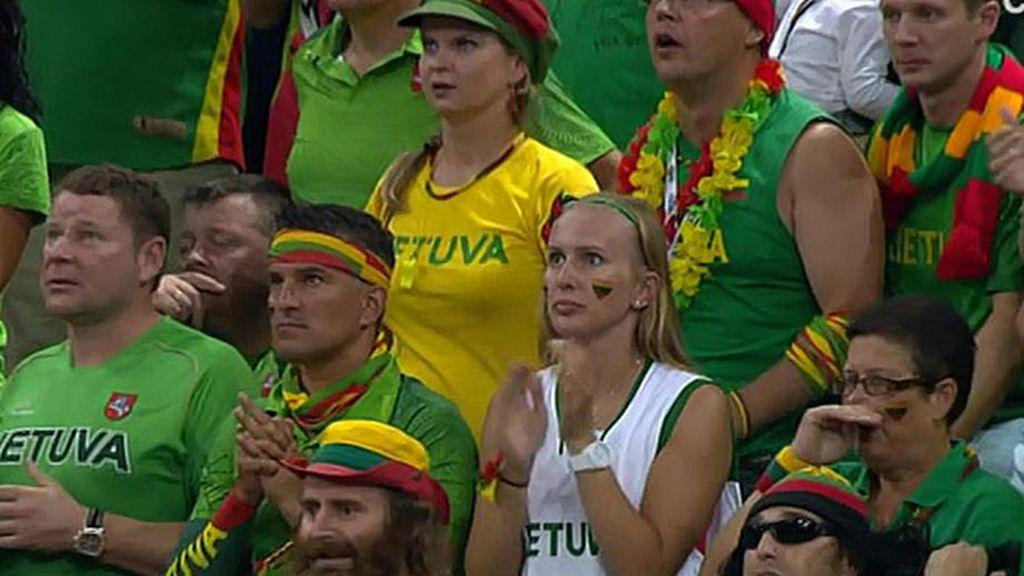 La mejor afición del mundo no dejó sola a Lituania