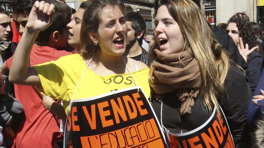 Unos 1.500 estudiantes salen a la calle en Barcelona a favor de la Educación Pública