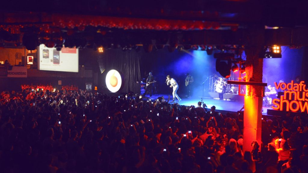 La Riviera se llenó hasta arriba para el concierto del asturiano Melendi