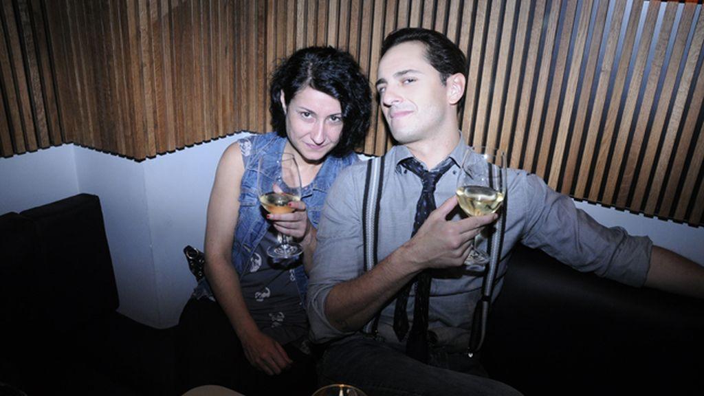 Asier Etxeandía junto a su amiga Vero